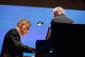 Pianista Marcelo Bratke durante concerto da Orquestra Filarmônica do Brasil. (Foto: One Life Fotografia)